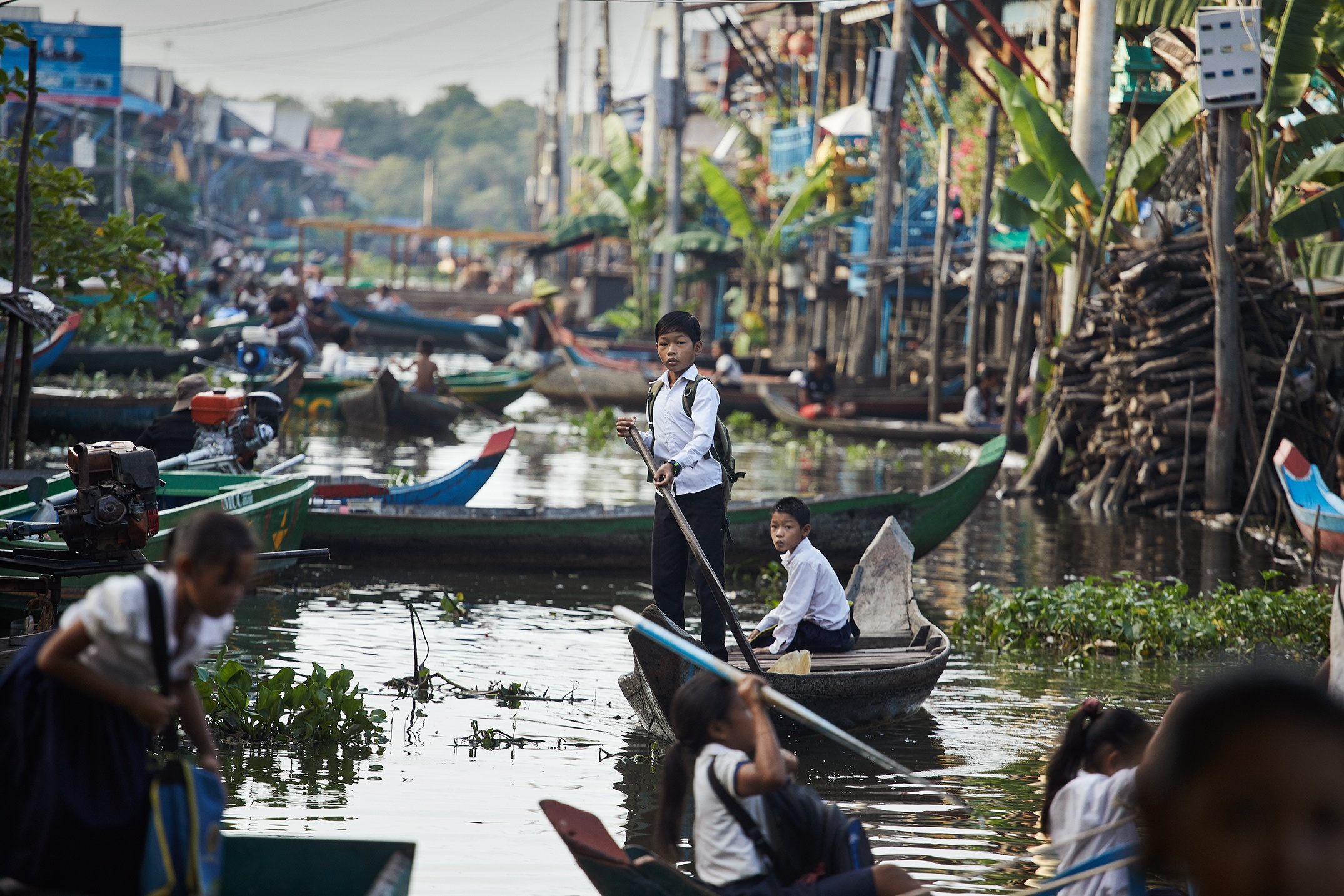 Cambodia - Kids rowing to School