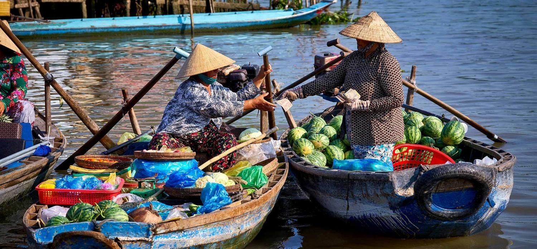 AZCT-Cai-Rang-Floating-Market-Small-Boats-Selling-1